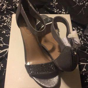 Perfect, sparkly, kitten heel!